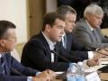 На совещании по вопросу «О завершении осенних полевых работ, итогах уборки урожая 2009 года и состоянии рынка зерна»