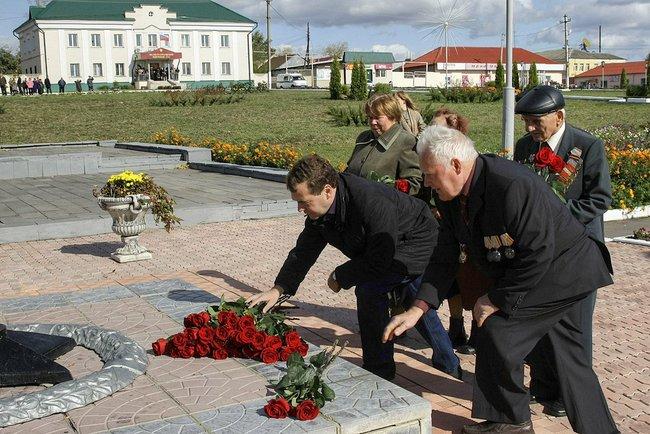 Орловская область, Малоархангельск. Возложение цветов к Вечному огню.
