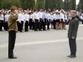 Командиры юнармейских отрядов сдают рапорт.
