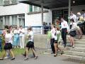 Под музыку виновники торжества выходят в школьный двор.