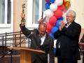 Символический ключ от здания вручен директору второй школы Малоархангельска И. И. Горохову.