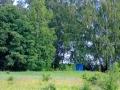 Синенький домик в кустах именно то, о чём вы подумали.