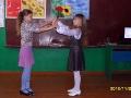 Танцуют девочки-цветы.