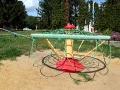 Карусель на детской площадке Малоархангельска