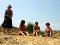 На песке пруда Новый Беленький отдыхают целыми классами
