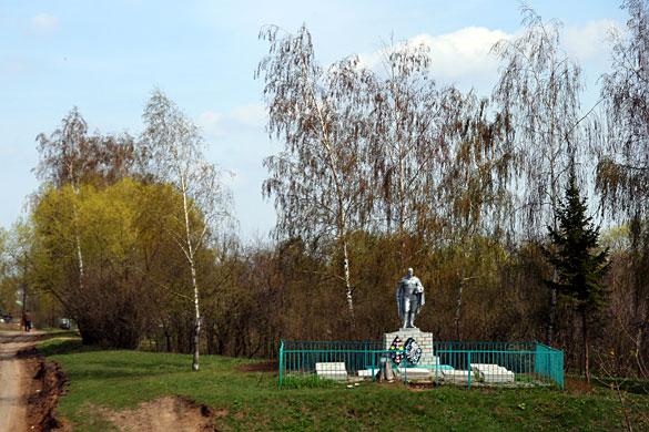 Общий вид воинского захоронения д. Александровка