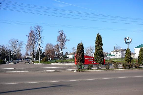 Общий вид воинского захоронения г. Малоархангельск: вход в Парк Победы