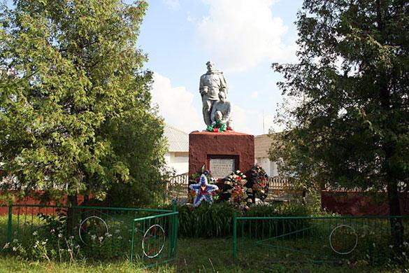 Общий вид воинского захоронения ст. Малоархангельск, 2009 год.