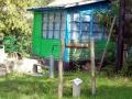 Симпатичный домик и колодец рядом со школой.