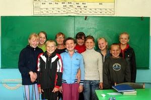 Ученики Ивановской средней школы, сентябрь 2006 г.