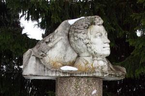 Памятник Пушкину в Малоархангельске Орловской области