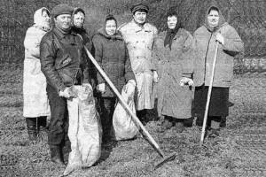 Работники МУ «Библиотека» на экологическом субботнике