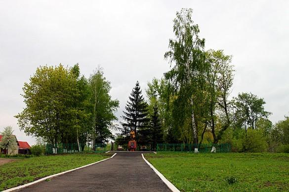 Общий вид захоронения в Репьёвке Малоархангельского р-на Орловской области.