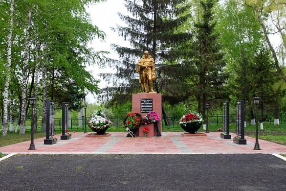 Общий вид воинского захоронения д. Репьёвка. 2011 год.