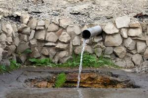 Трубочка в Малоархангельске — это чистая родниковая вода, которая 24 часа в сутки течет бесплатно