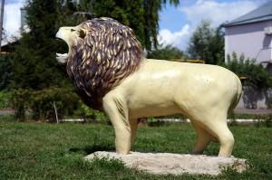 Лев в Малоархангельском парке