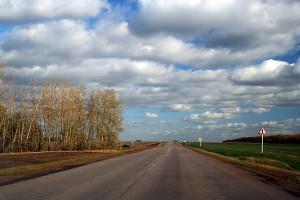 На всех дорогах, примыкающих к главным трассам Малоархангельского района, в день рабочего визита президента РФ стояли работники ГИБДД г. Орла