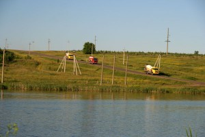 Июнь 2009 года. Дорога на Дубовик. Миксеры возвращаются с площадки, на которой строится элеватор