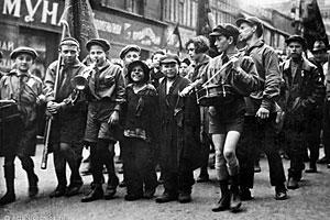 Пионеры и беспризорники. Москва, 1 мая 1927.