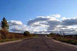 Эта дорога была построена колхозом им. Кирова, сейчас находится на содержании районного бюджета