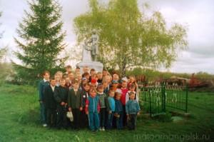 Митинг у братской могилы с. Первая Ивань. 9 мая 2007 года.