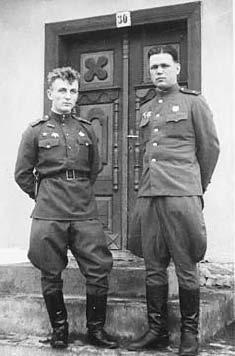 Петр Петрушин (слева). День Победы в Чехословакии
