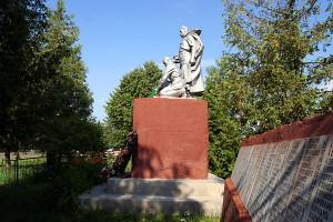 Братское захоронение воинов на ст. Малоархангельск
