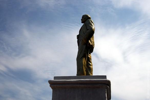 Скульптура Ленина в Малоархангельске в 2010 году.