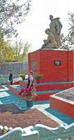 Возложение цветов к воинскому захоронению на станции Малоархангельске.