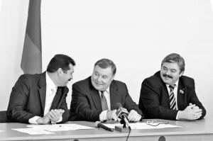 В торжественном собрании, посвященном профессиональному празднику тружеников села, принял участие губернатор области А.П. Козлов.