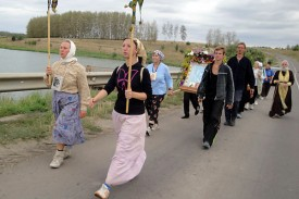 Крестный ход приближается к Малоархангельску со стороны Колпны