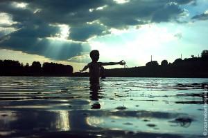 На пруду. Фото 2005 года.