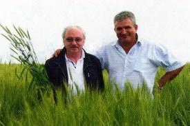 Салис Добавевич Каракотов, генеральный директор ЗАО «Щёлково Агрохим» (слева)