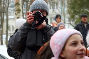 Профессиональный фотограф, которому предстоит репортажная съёмка, обыкновенно прибывает к месту события заблаговременно.
