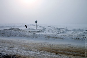 Дороги в стороне от трассы забиты снегом.