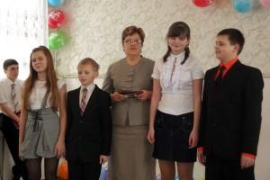 Победитель конкурса «Учитель года — 2011» С.А.Удалых со своими учениками.