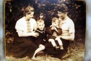 М. И. Бородинов с женой и детьми. 1956 год.