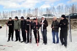 Весна, солнце… Самое время провести соревнования по лыжным гонкам.