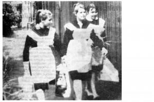 Снимок сделан в день сдачи последнего экзамена — химии. Ирина Инюшина, Оксана Константинова, Ольга Егорова успешно выдержали его.