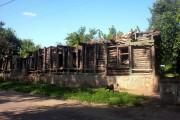 Этот дом в Орле (по улице 1-ой Посадской) сгорел ещё в прошлом году, но так и стоит до сих пор.