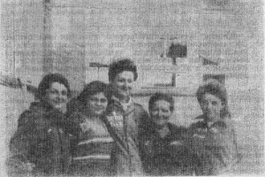 Бойцы студенческого отряда: Г. Селеванова, С. Гринева, Н. Елисеева, Т. Зубова и И. Донцова.