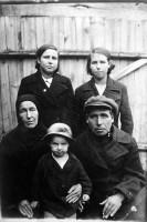 Семейная фотография из архива Л. А. Тычковой.