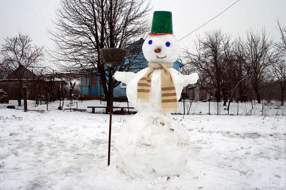 Кто успел, то сразу снеговиков накатал.