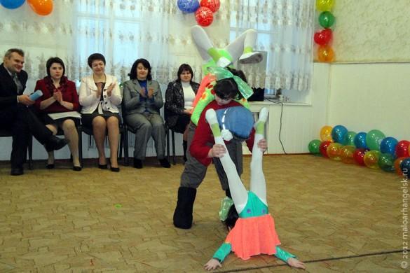 Перед конкурсантами выступили воспитанники театра-студии «Ступени» и кружка «Серпантин».