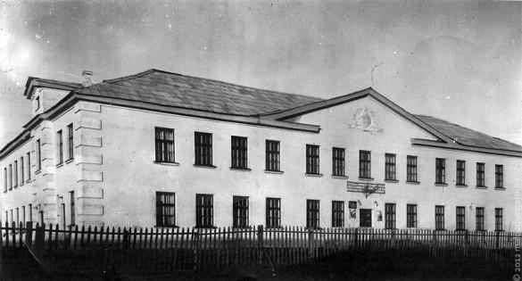 Малоархангельская средняя школа, старое фото.