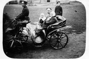 Пушечников Михаил Николаевич с женой Надеждой Фёдоровной и дочерью Натальей.