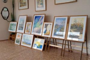 Выставка картин в художественной школе.