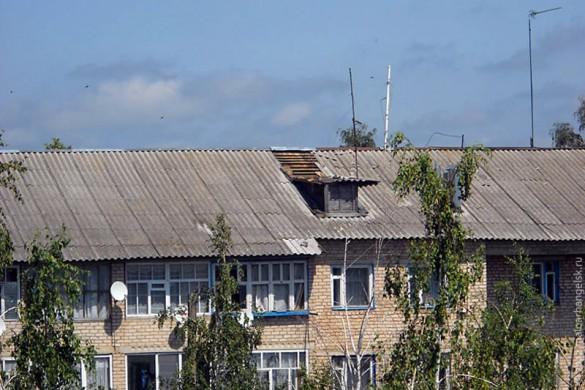 Повреждённая ветром крыша.