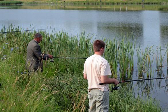 На традиционном соревновании по рыбной ловли среди сотрудников полиции.