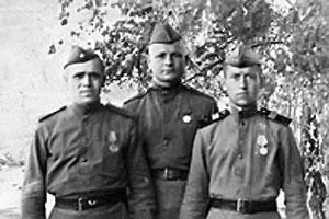 Николай Иванович Перов с боевыми товарищами.